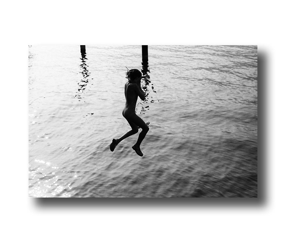 zwartwit poster Jumping - Lago di Garda - 1982